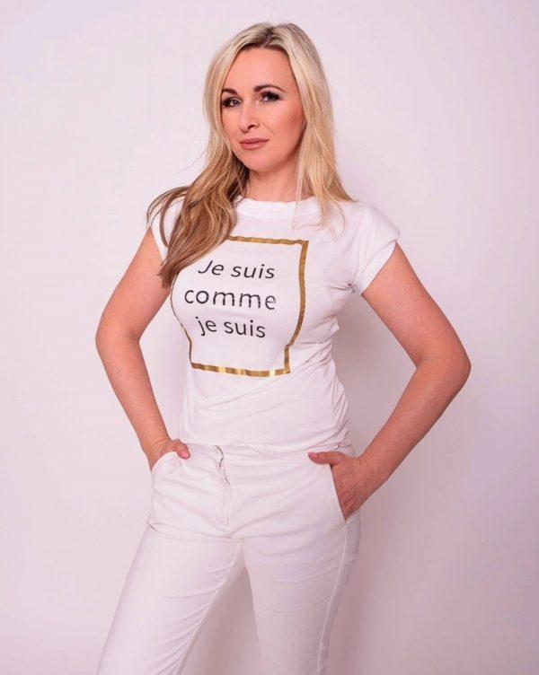 biele tričko s napisom z bambusu